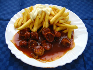 Currywurst, Pommes, Majo